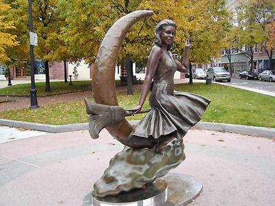 Памятник ведьме (Бостон)