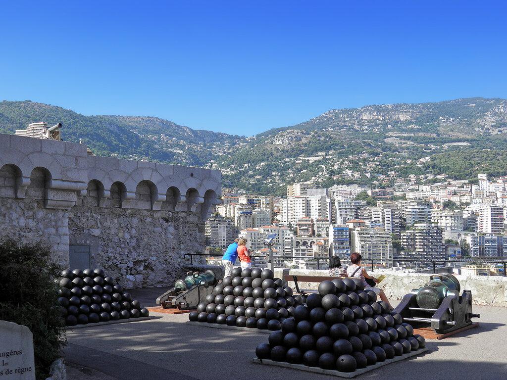 Большое фото креативное девушки в монако