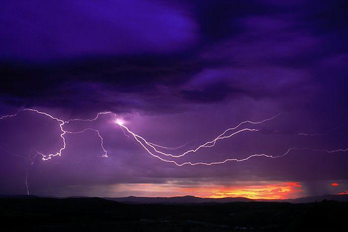 Красивые фотографии молний в самых разных местах и ситуациях 0 a5514 7b1969f2 orig