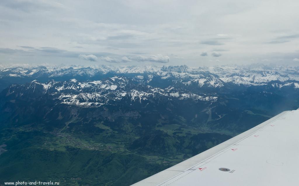Фото 1. Фотографируем через иллюминатор самолета. Альпы в окрестностях Женевы. Камера Nikon D5100. Объектив Nikkor 17-55/2.8