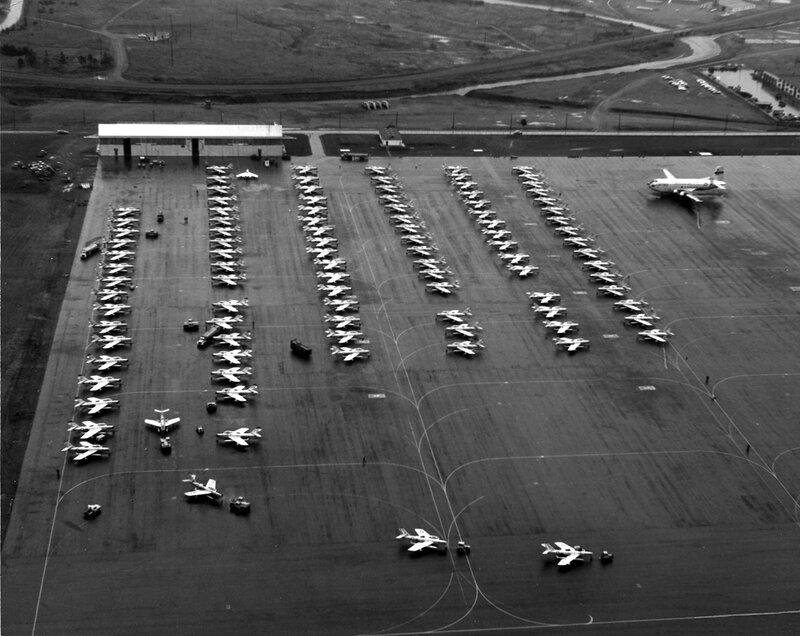 ANG_F-84Fs_at_Goose_Bay_during_1961_Berlin_crisis.jpg