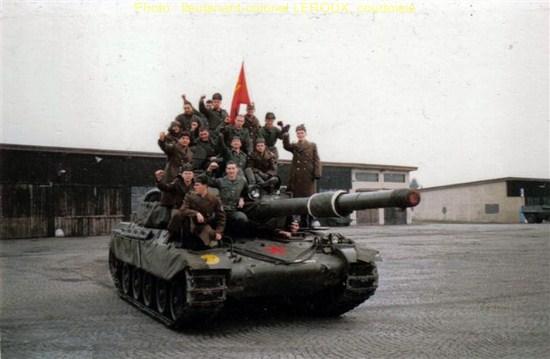Ltns_01-04-86_Une_blague_des_lieutenants_un_char_du_Regiment_cle05f11a.jpg