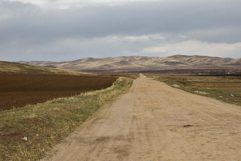дорога по долине  во внутренней монголии, китай