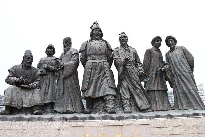 памятник монголам-завоевателям в городе Ордос