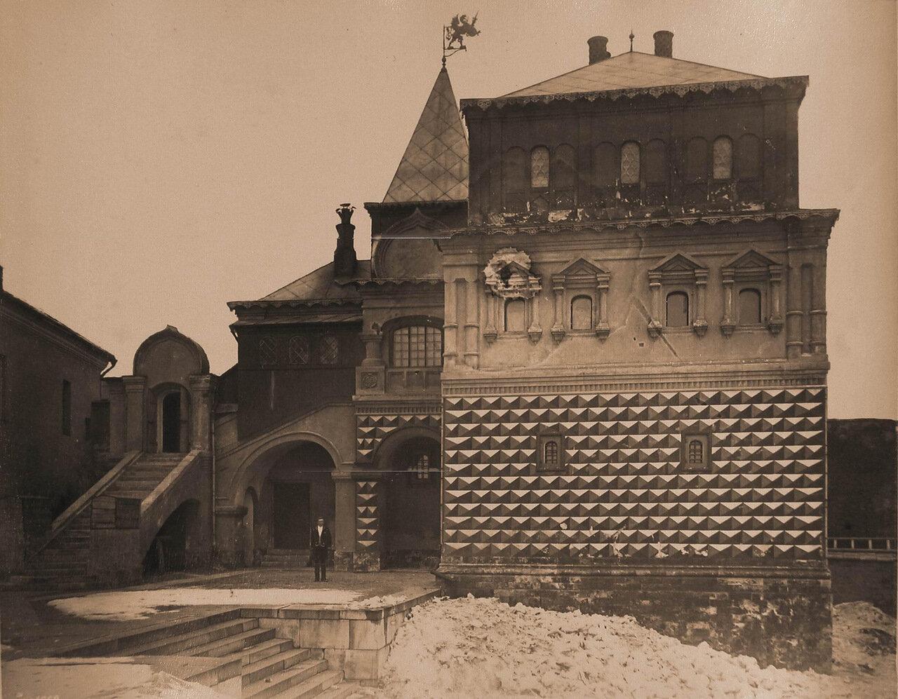 Вид фасада Дома бояр Романовых на Варварке