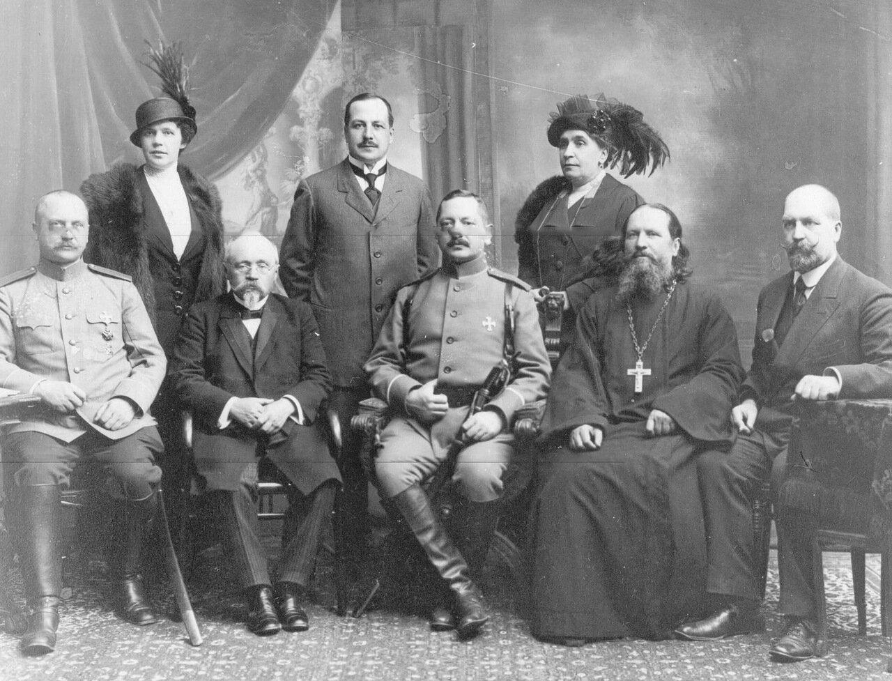 Полковник Семен Иванович Назимов в группе родственников