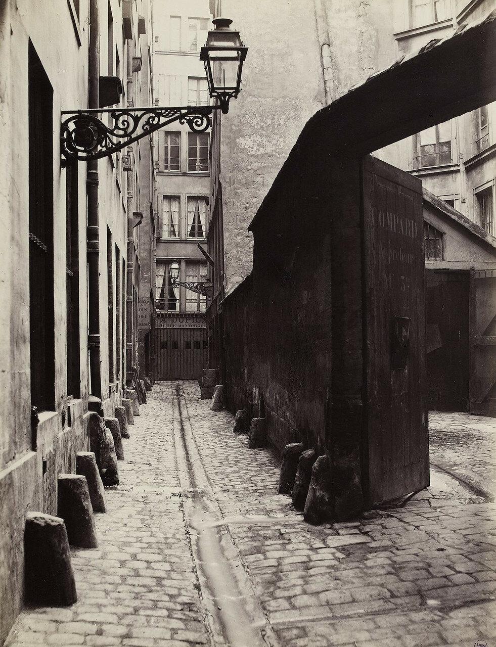 Тупик Большой Бутылки, вид с улицы Монторгель
