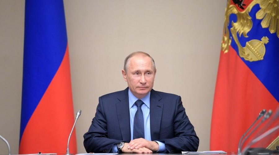 Президент РФ Владимир Путин возглавил рейтинг доверия политикам
