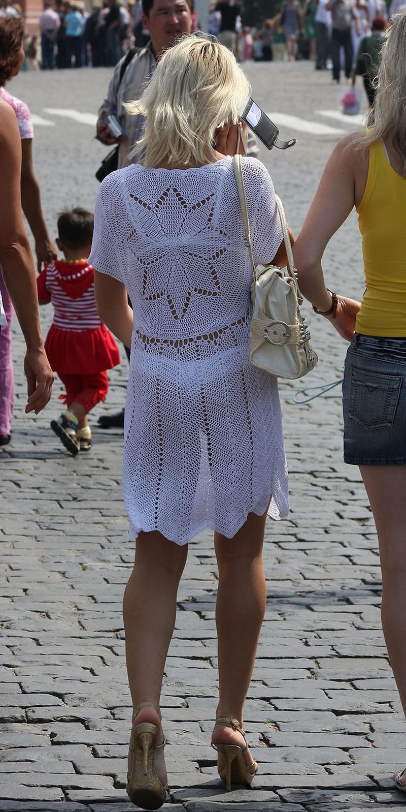 Тёлки в прозрачных платьях на улицах пермь 19 фотография