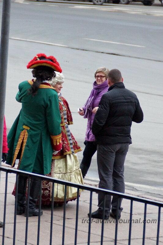 Ряженые возле Исаакиевского собора, Санкт-Петербург