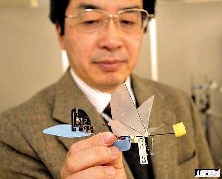 Японские ученые разработали робота-колибри
