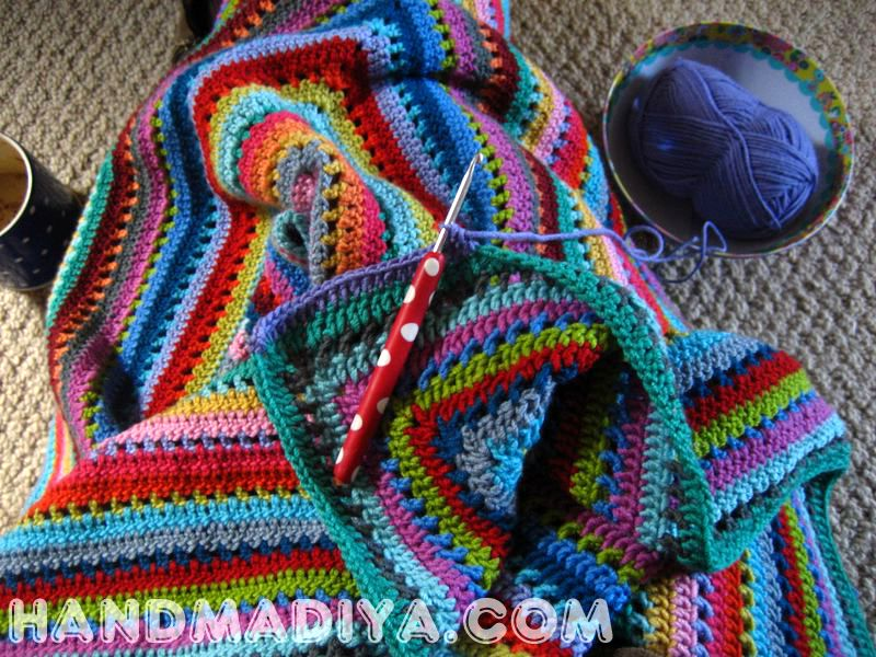 Яркий плед с ажурным краем. Crochet plaid