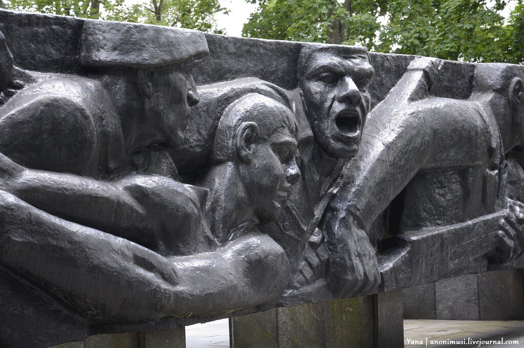 Мемориал народным ополченцам в Гомеле.