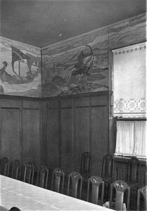 Часть фриза столовой и оконная занавеска с художественной вышивкой - часть Богатырского фриза работы Н.К.Рериха.