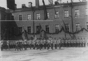 Великий князь Николай Николаевич,  командир полка генерал-майор А.П.Буковский  обходят ряды полка в день празднования 100-летия Кульмского боя.