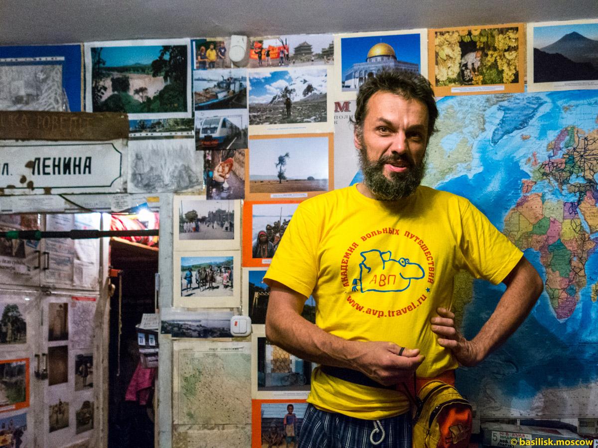 Антон Кротов встречает гостей.