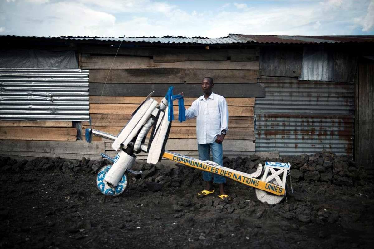 Демократическая Республика Конго - Участники соревнований на грузовых самокатах (3)
