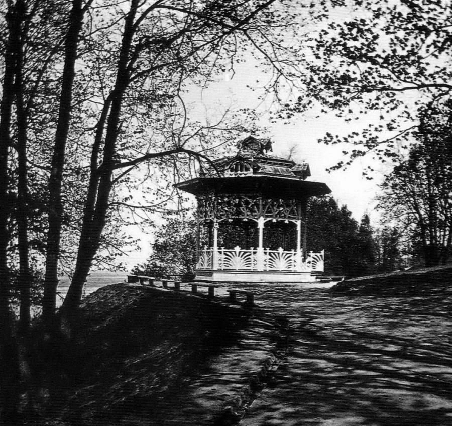 Беседка в Александровском саду