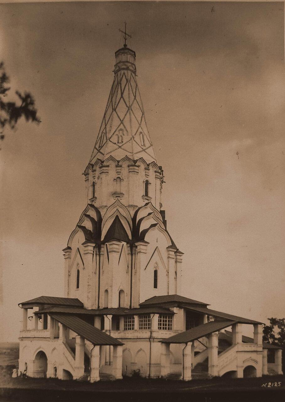 Вид на церковь Вознесения Господня (постройка 1532 г.). Коломенское