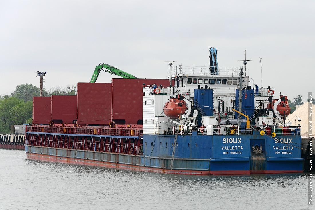 Грузовой порт Ростова-на-Дону. Сухогруз «Sioux» (1994 года постройки). Прошлое название «Vernal»