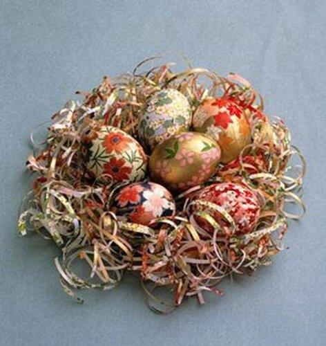 Пасхальные яйца в декоративной бумаге