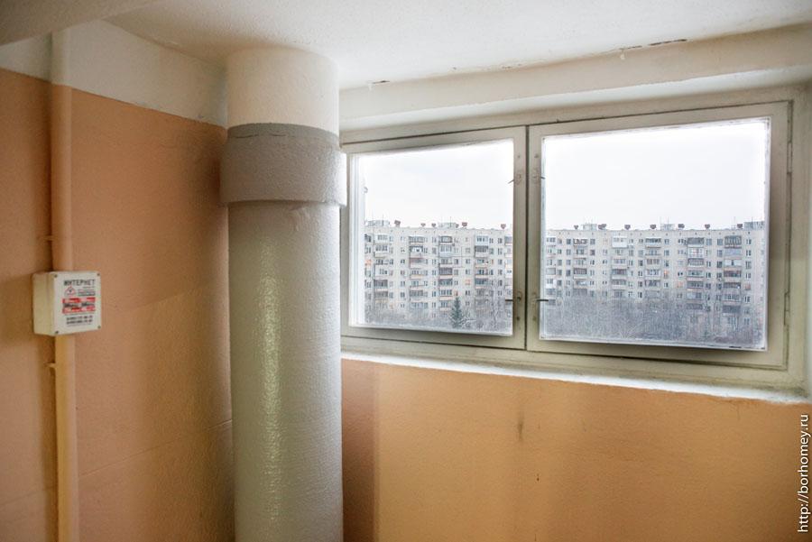 окно в подъезде