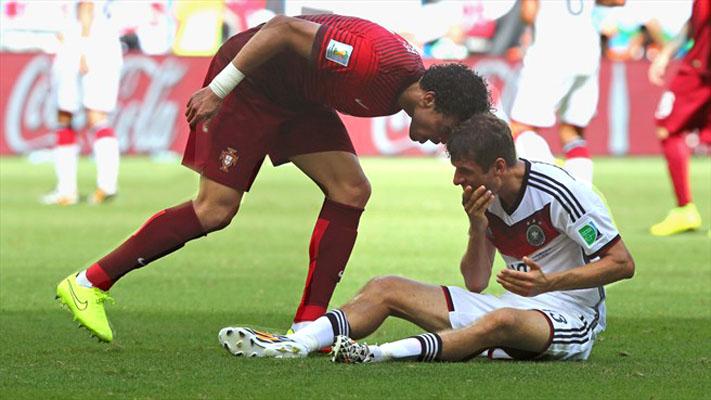 Pepe (Portugal)  Thomas Muller (Germany).jpg