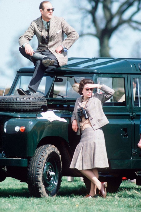 Принц Филипп и королева Елизавета.   Американский и английский киноактёр и знаменитый фи