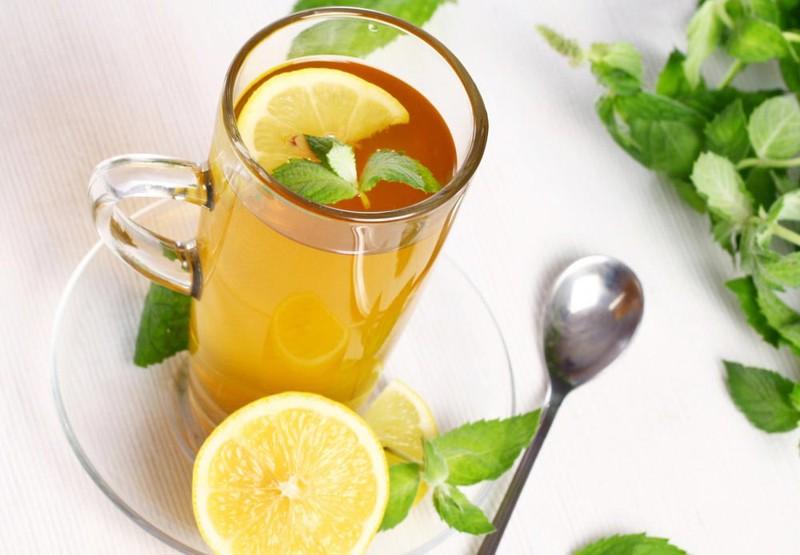 27. Пейте зеленый чай с лимоном Лимонная кислота помогает организму лучше усваивать антиоксиданты, к
