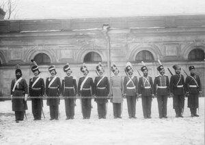 Группа казаков 1-ой Уральской его величества казачьей сотни в исторических формах.