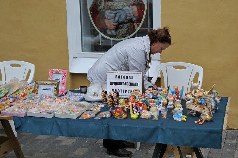 Вятский Арбат: ассортимент вятской художественной мастерской. Дымковская игрушка и прочие глиняные фигурки
