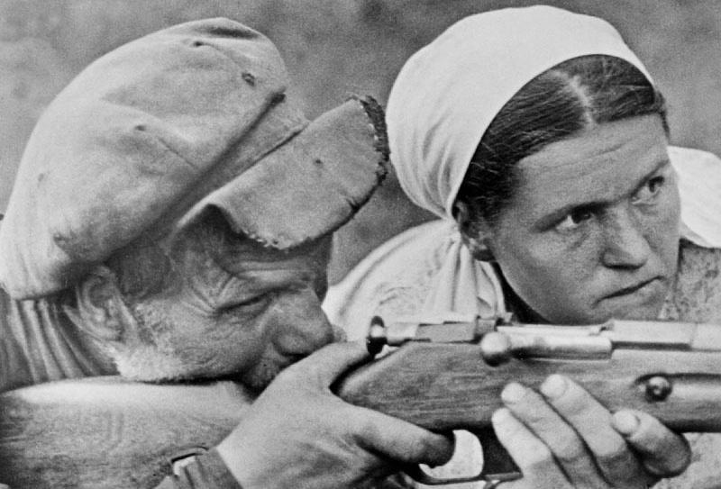 14-Партизаны обучаются военному делу.jpg