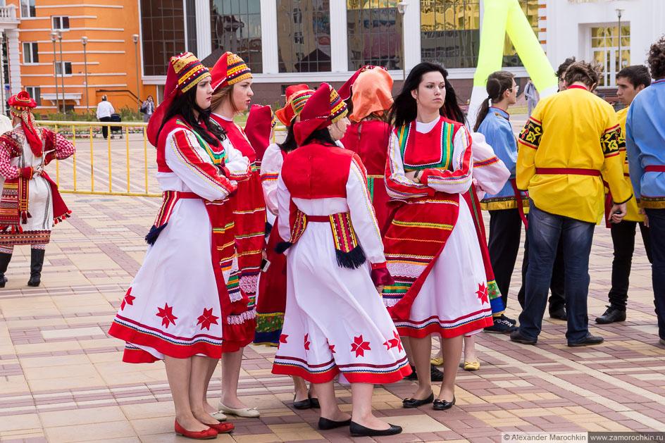 Девушки в мордовских костюмах #Фестиваль болельщиков