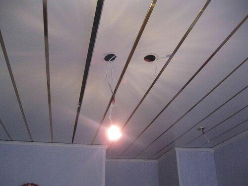 Фото 26. Освещение кухни вновь работает - контрольная галогенная лампа включилась без эксцессов.