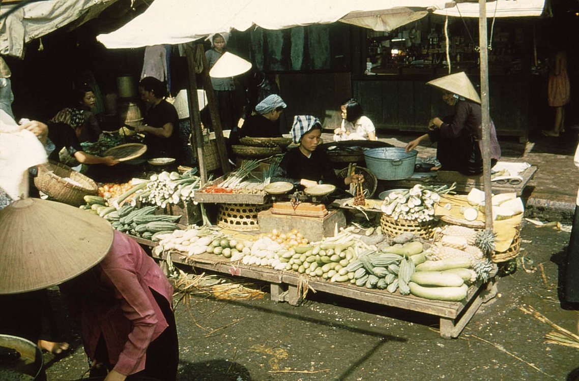 22. Улица Хунг-Вонг. Рынок Донг