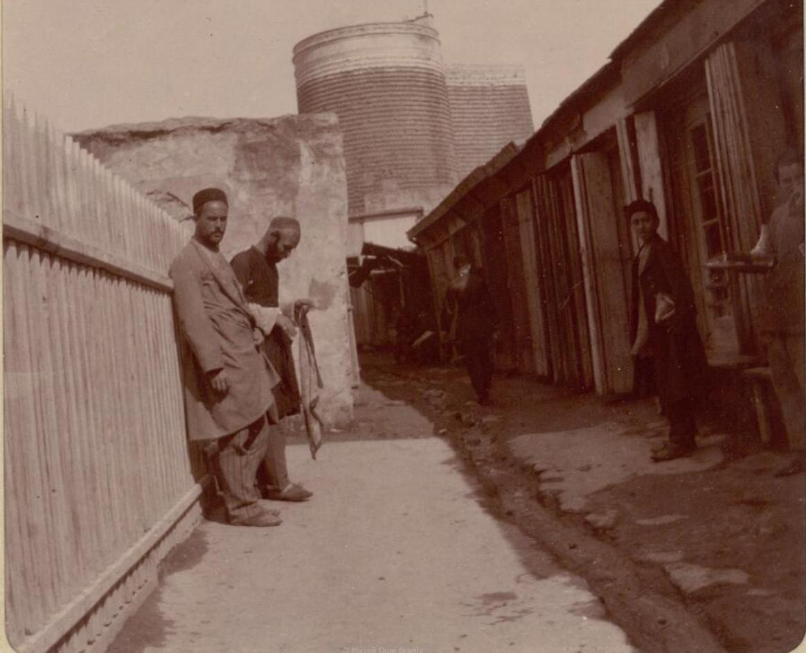 15. Баку. Вход на базар