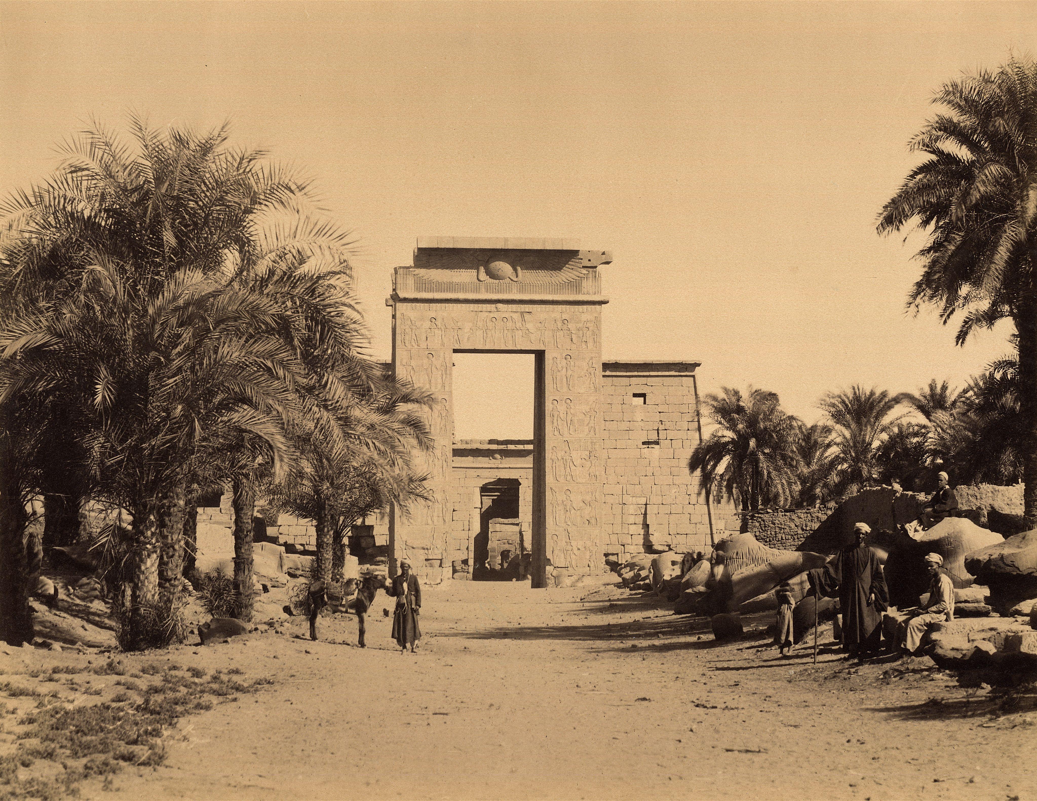 Карнак. У ворот Птолемея III в храме Амона
