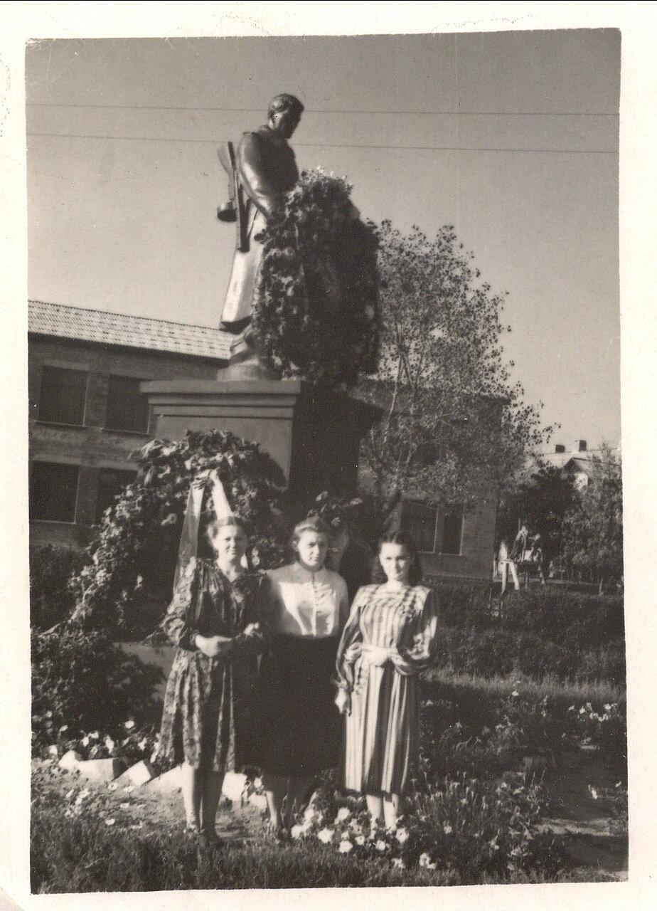 1950. В сквере