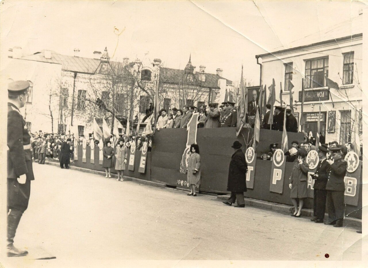1960-е.1 мая на улице Ленина