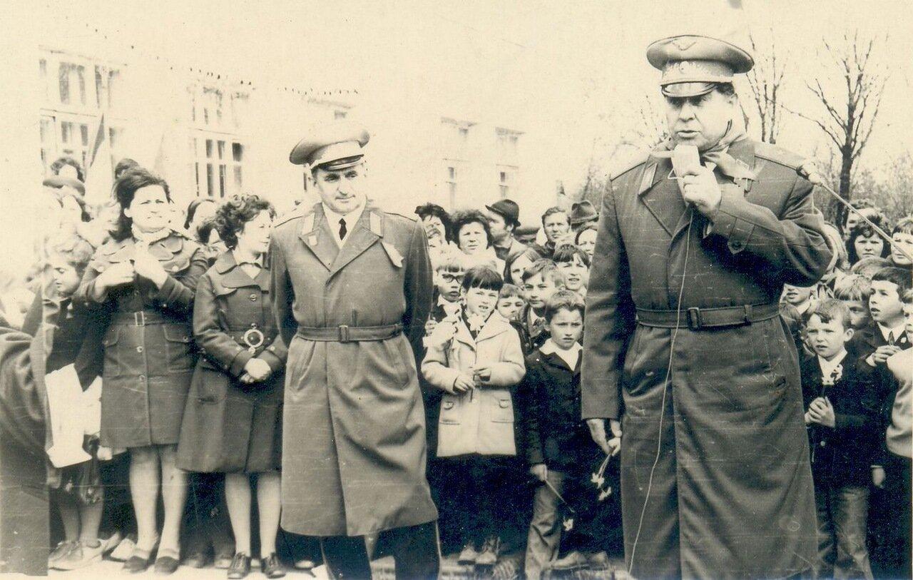 1976. Георгий Тимофеевич Береговой в гостях у учеников школы №2
