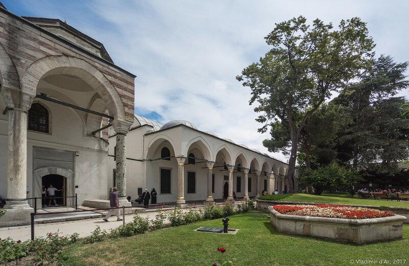 Дворец Топкапы в Стамбуле. Третий двор. Галерея портретов султанов.