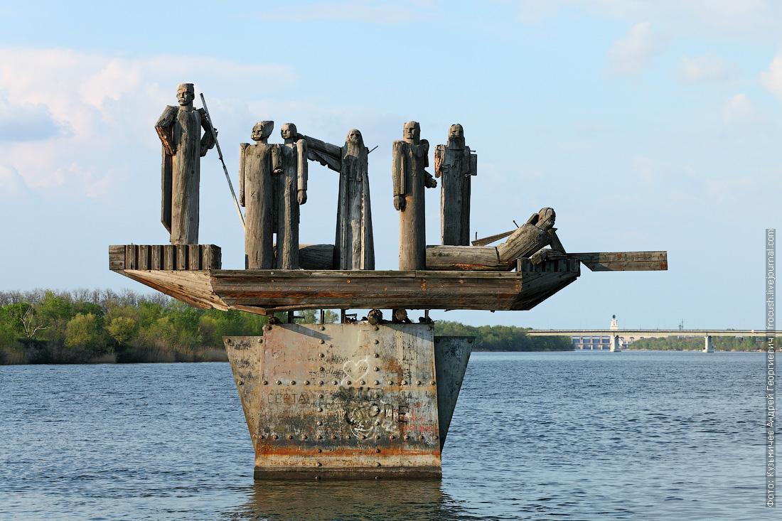 Волгодонск Памятник Степану Разину Цимлянская ГЭС вдали