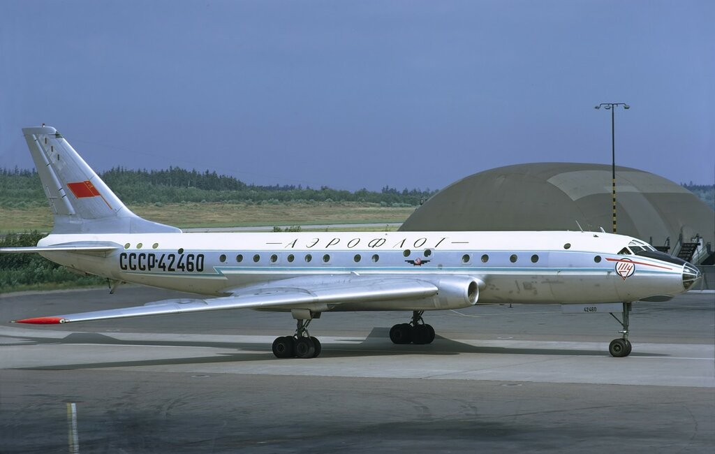 Aeroflot_Tupolev_Tu-104B_at_Arlanda,_July_1972.jpg