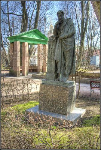Надгробие.  Ю.М. Юрьев.