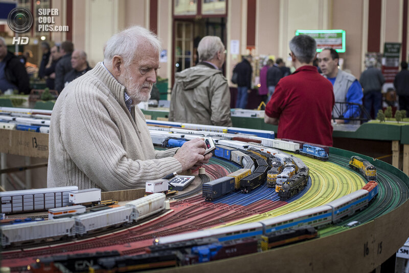 Enthusiasts Enjoy The London Model Engineering Exhibition
