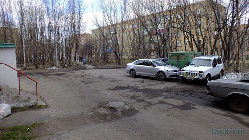 Фотография Инты №6741  Двор Куратова 12, а также Горького 15 22.05.2014_14:20