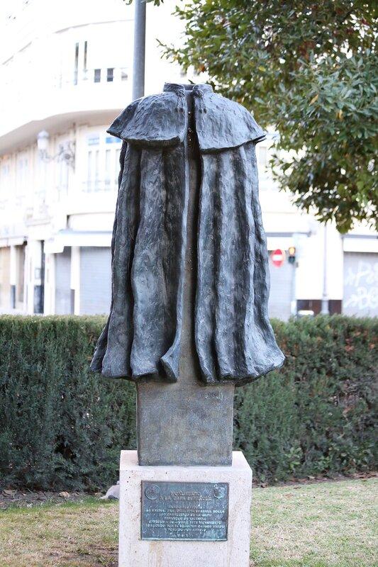 Валенсия. Cад Глориета (Jardines de la Glorieta). монумент
