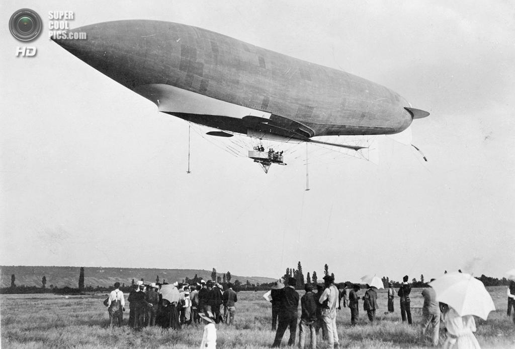 Франция. Муассон, Иль-де-Франс. 1907 год. Французский военный дирижабль взлетает по направлению