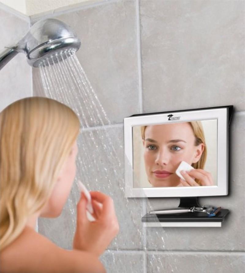 2. Незапотевающее зеркало (© amazon) Позволит тратить меньше времени на утренние процедуры.