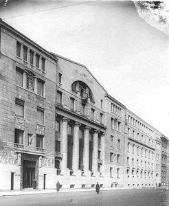 Фасад здания Азовско-Донского коммерческого банка с произведенной надстройкой (Морская ул., д.3-5).